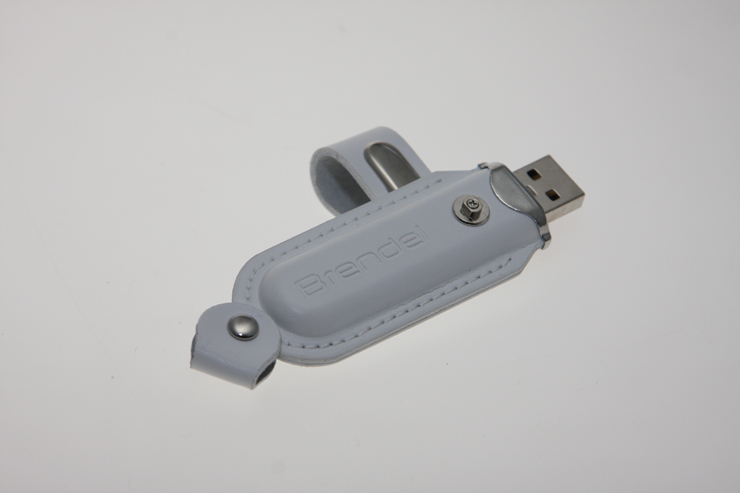 USB Stick in geprägter Lederhülle