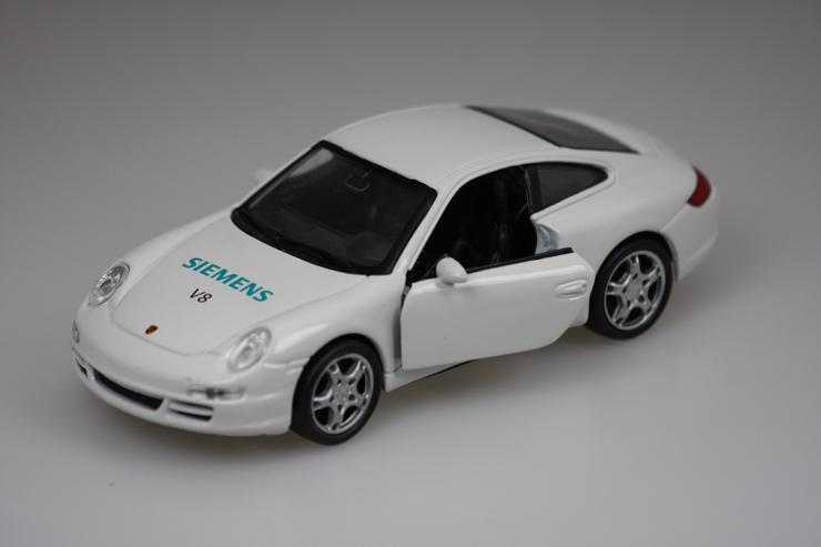 Spielzeugauto mit Firmenaufdruck